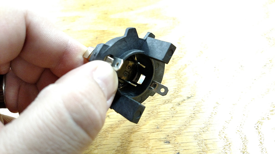 H7 Halogen bulb with base